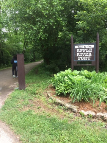 A pathway and sign for Trail to the Apple River Fort